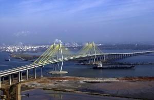 800px-Fred_Hartman_Bridge_Houston